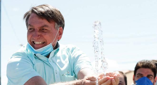 Bolsonaro tem infecção no pulmão, mas mantém agenda de viagens