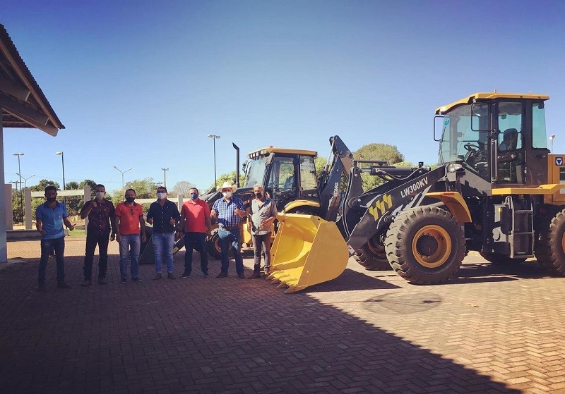 Prefeito Florisvane Mauricio entrega maquinário para comunidade de Divinópolis