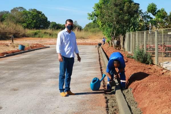 Prefeitura de Marianópolis inicia construção de meios-fios e calçadas em vias que receberam pavimentação