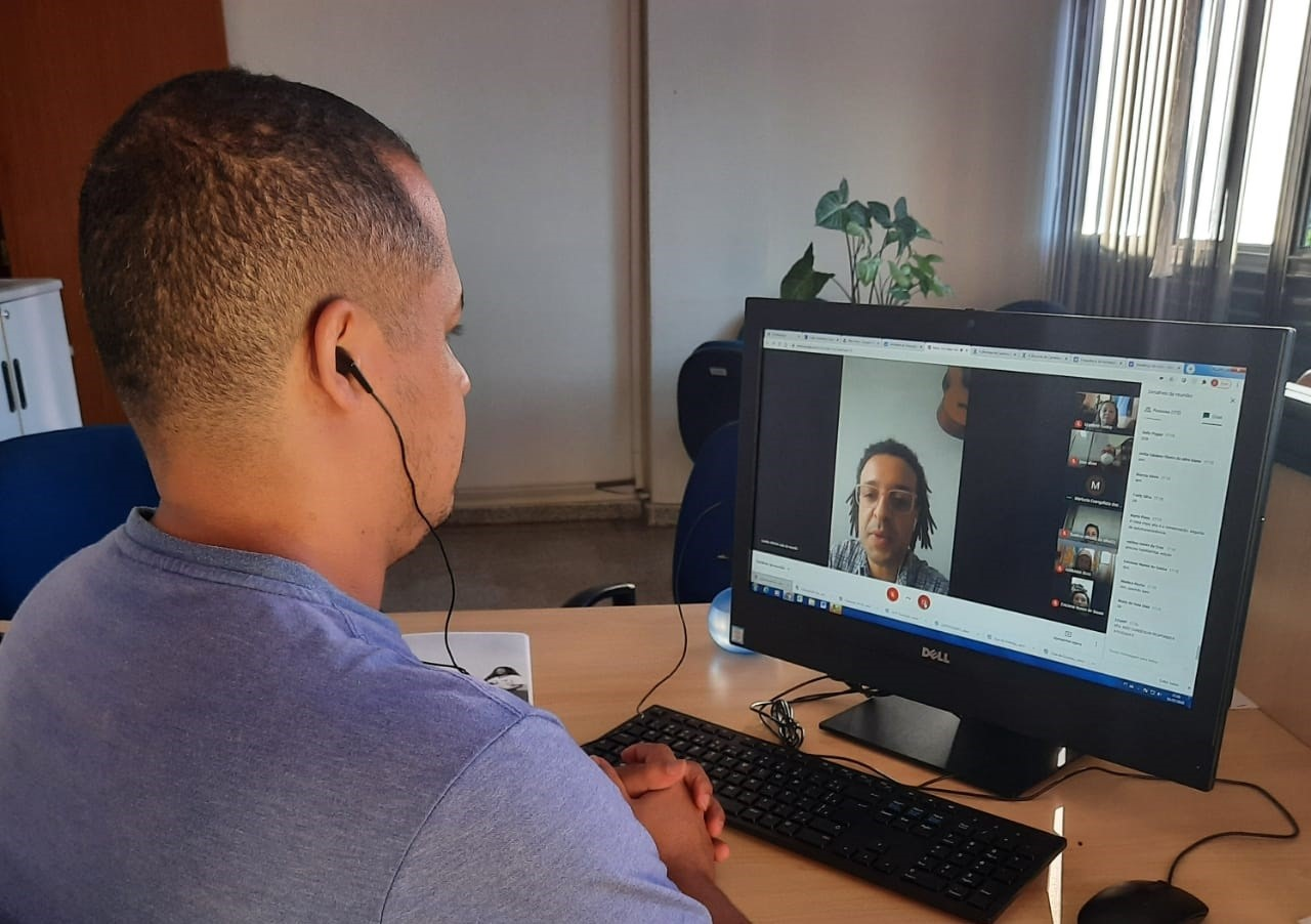 Programa Olhar Atento promove reflexão sobre estratégias de reconhecimento pessoal para orientadores educacionais