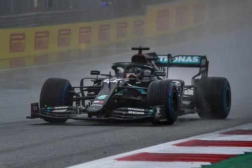 Sob forte chuva, Hamilton garante pole position no GP de Estíria