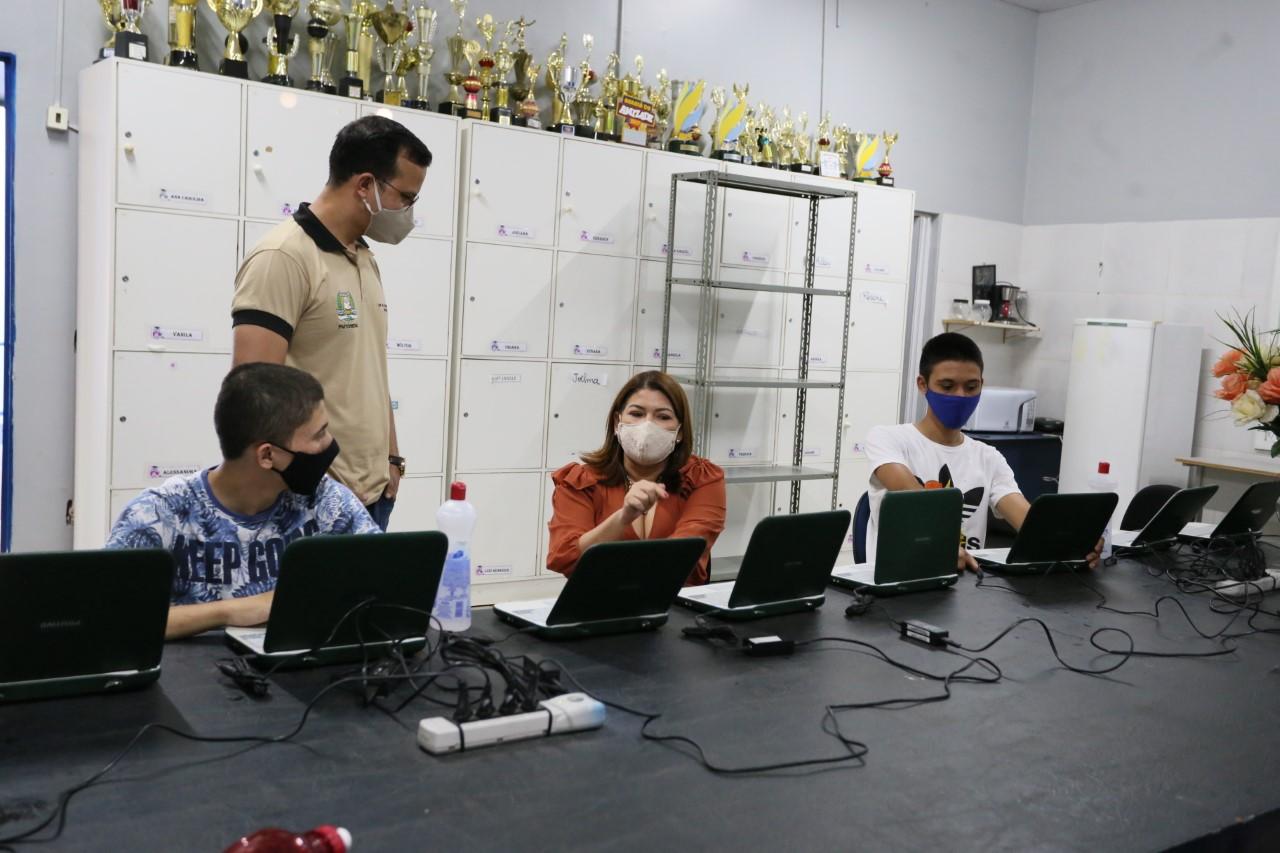 Estudantes de Gurupi desenvolvem projeto de reciclagem de computadores para utilização em aulas de música