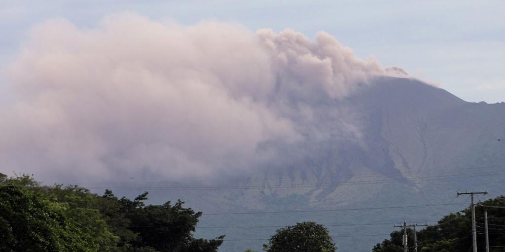 Vulcão lança explosões de gases e cinzas na Nicarágua