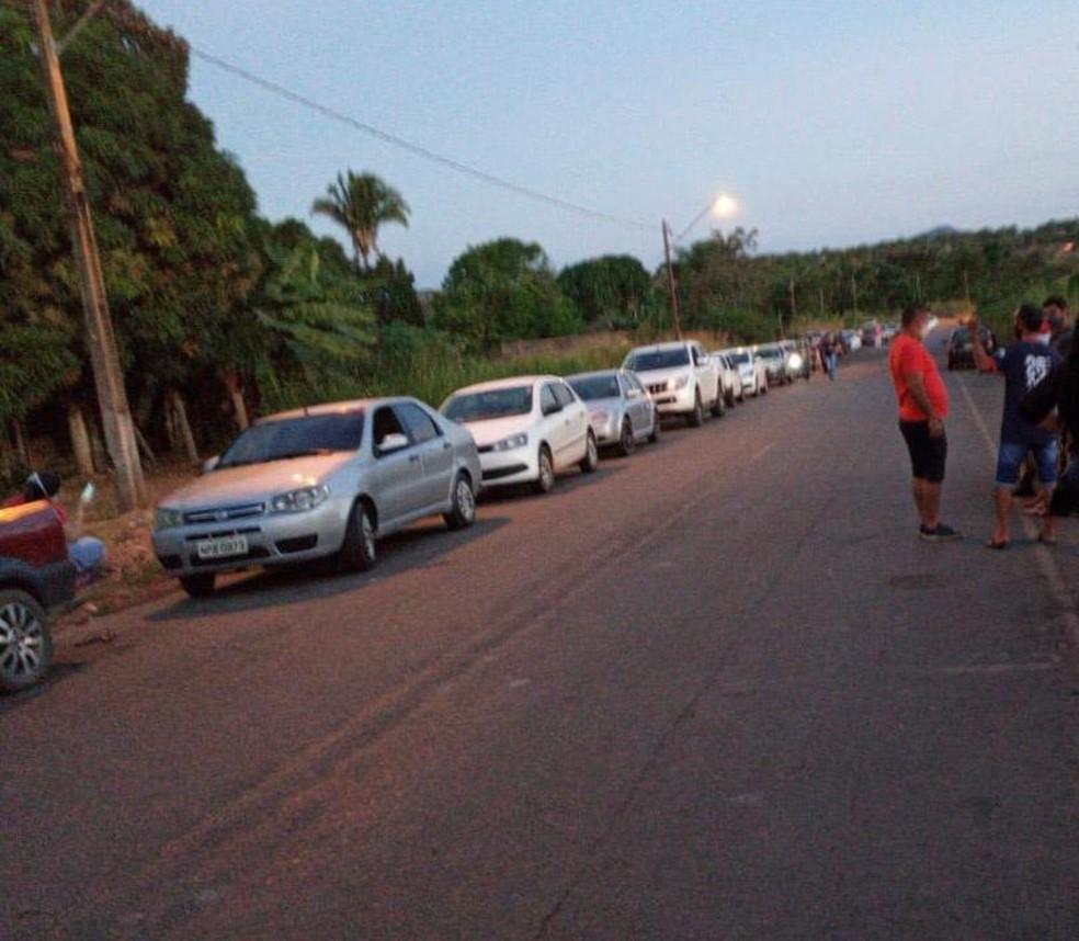 Moradores de Araguanã fazem cortejo fúnebre para homenagear prefeito que morreu por Covid-19