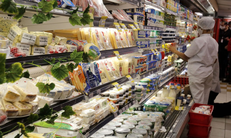 Custo da cesta básica caiu em 13 capitais no mês de julho, diz Dieese.
