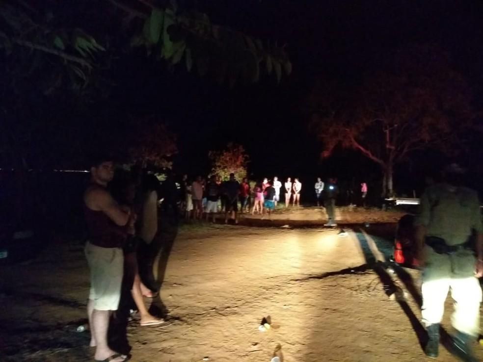 PM apreende motos e carros de som durante festa às margens do lago em Luzimangues