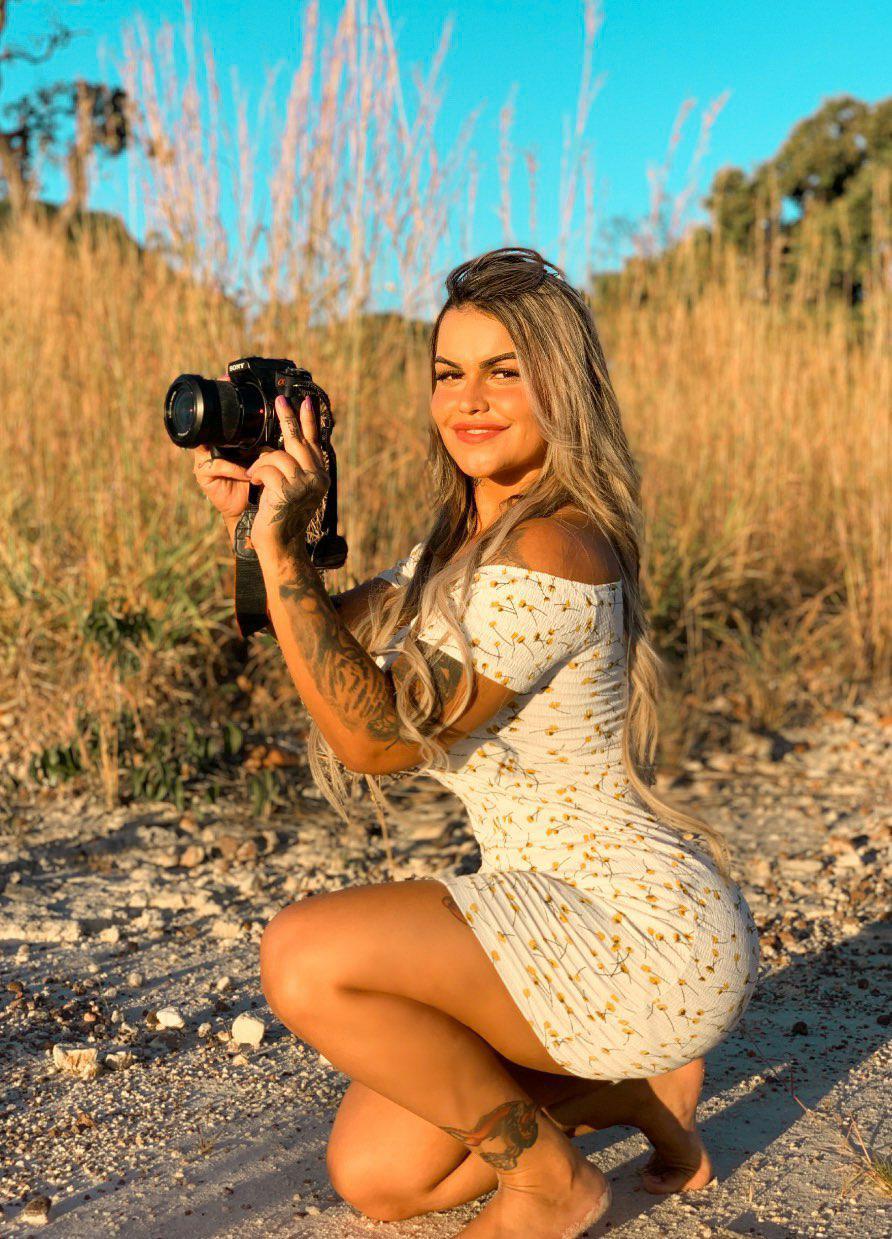 Modelo Leticia Magalhães bomba nas redes sociais com corpo escultural