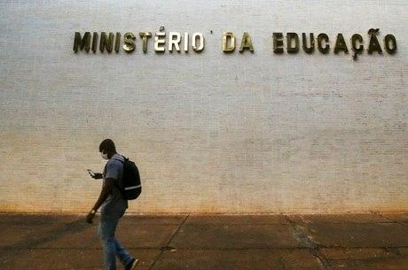 Ministério da Educação determina volta às aulas a partir de Janeiro