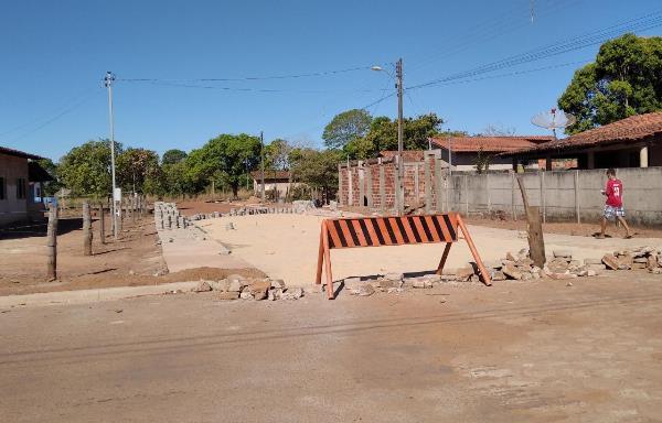 Obra de calçamento de ruas com blocos de concreto chega ao último trecho em Marianópolis