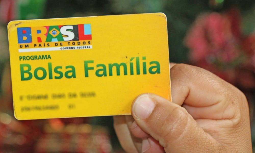 Beneficiários do Bolsa Família começam receber nova parcela do auxílio de R$ 300