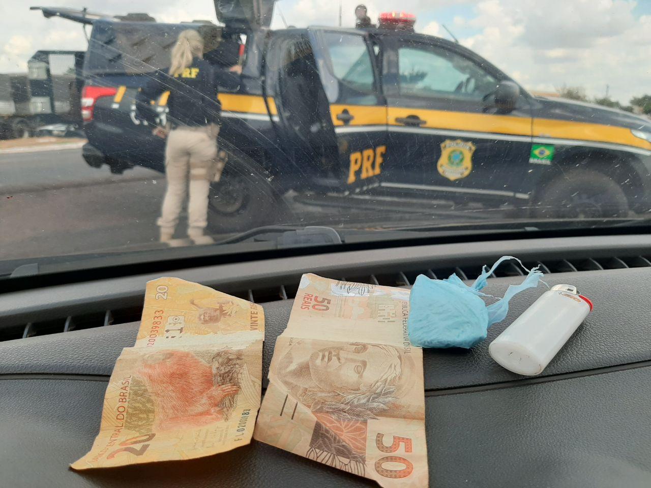 Homem é preso pela PRF por tráfico de drogas e falsa identidade, em Paraíso