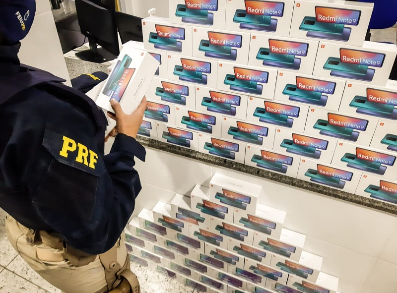 PRF de Paraíso apreende R$ 122 mil em celulares sem nota fiscal