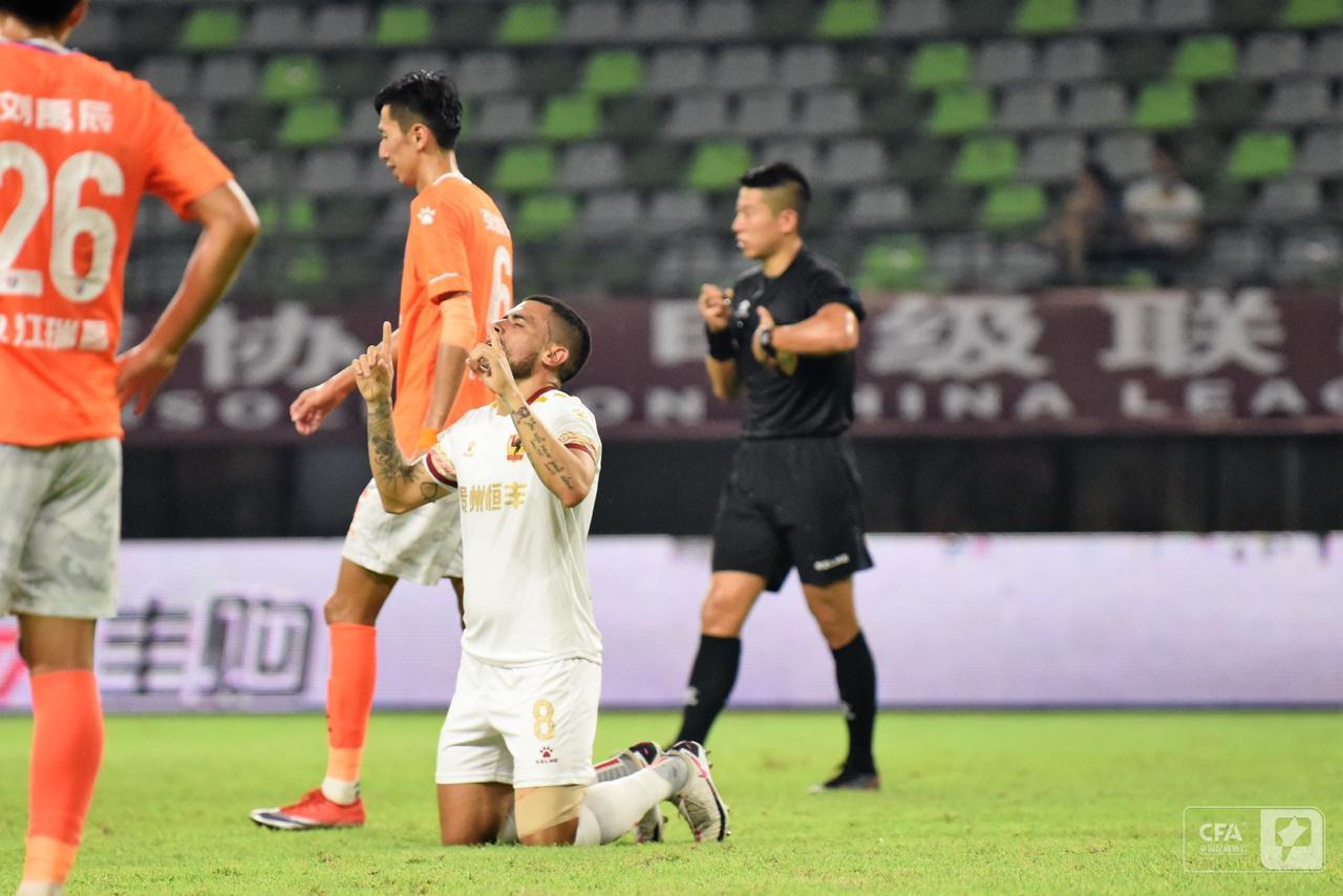 Ex-São Paulo, Sérgio Mota comemora primeiro gol na China