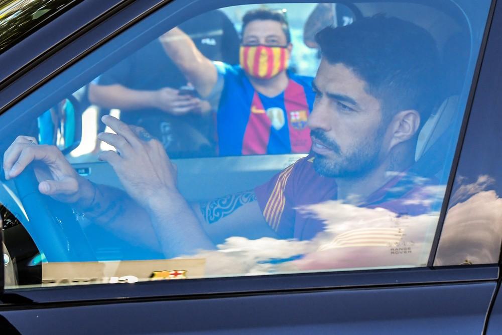 Suárez abre mão de parte do salário e acerta saída do Barcelona