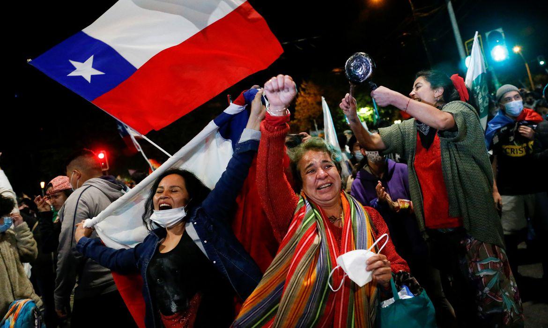 Em plebiscito, chilenos votam por redigir nova Constituição