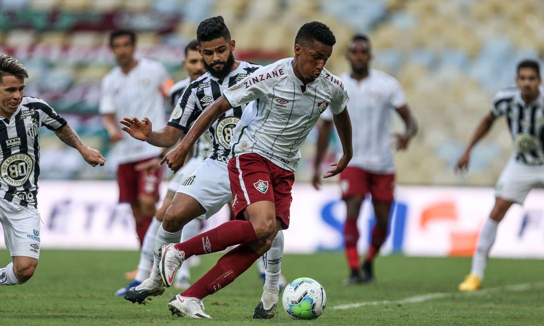 Fluminense vence Santos e assume quarta posição do Brasileiro