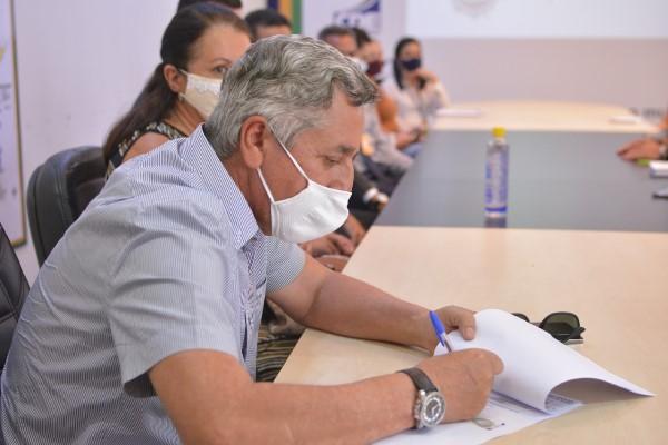 Empresários assinam autorização para registro de imóveis no Distrito Industrial Tocantins I, em Palmas