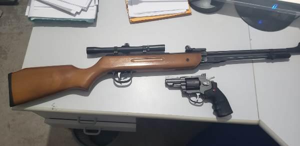 Forças de Segurança apreendem réplicas de armas de fogo que eram utilizadas para intimidar população de assentamento em Marianópolis