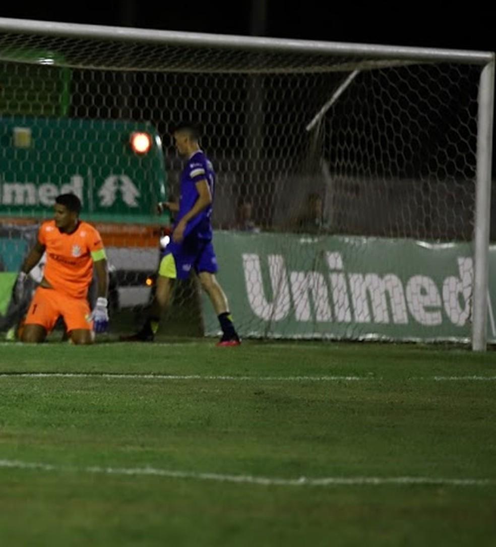 Jennerson é dúvida no Palmas para jogo contra o Brasiliense pela Série D