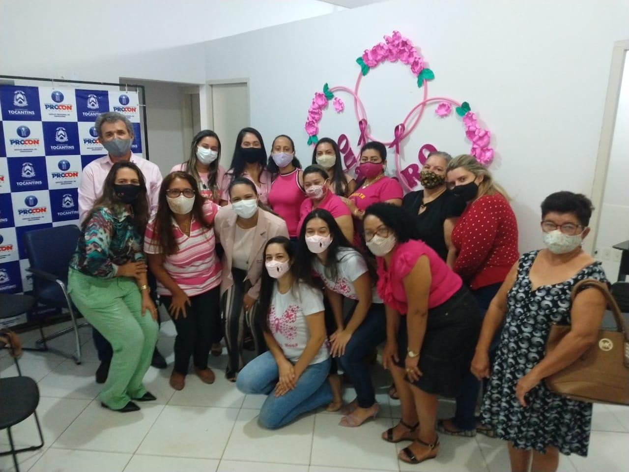 No Outubro Rosa, Procon de Araguaína leva conscientização para servidoras e consumidoras sobre câncer de mama