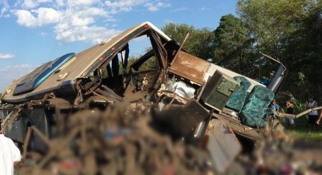 Acidente em rodovia no interior de SP provoca 41 mortes e deixa feridos
