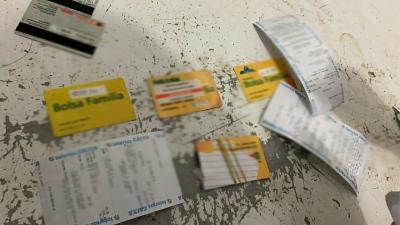 Operação Borduna da Polícia Civil resgata 83 cartões do Bolsa Família e 51 de contas particulares e outros benefícios
