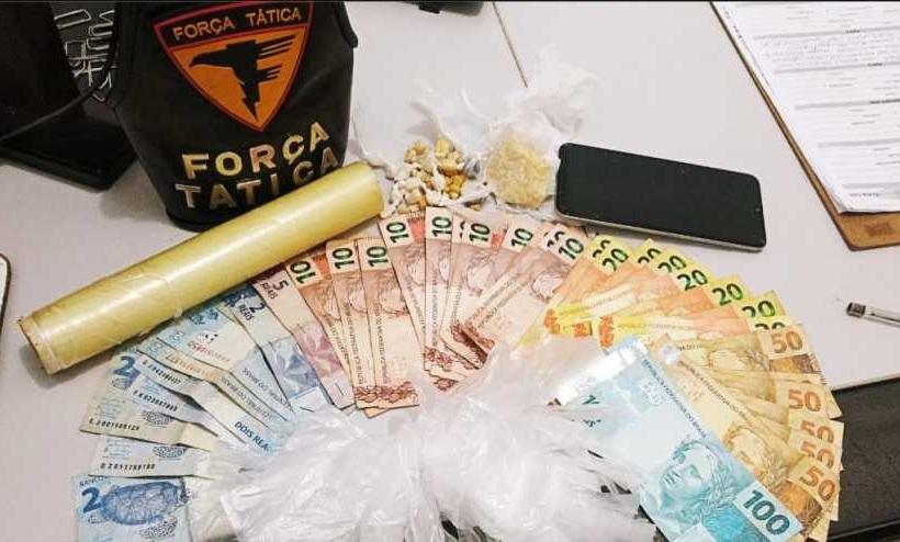 PM localiza ponto de tráfico e apreende drogas e dinheiro em Palmas