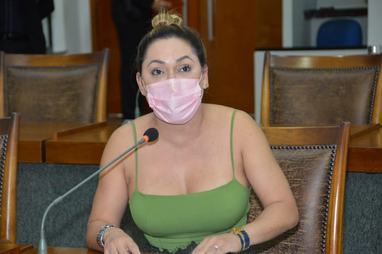 """""""Direito a acompanhante deve ser mantido às mulheres gestantes na pandemia"""", reivindica Luana Ribeiro"""