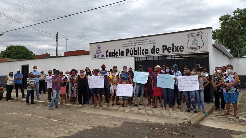 Moradores de Peixe-TO protestam contra fechamento da Cadeia Pública da cidade