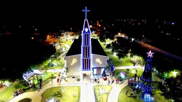 Prefeito Luciano inaugura reforma, revitalização e iluminação natalina da Praça da Matriz em Goianorte