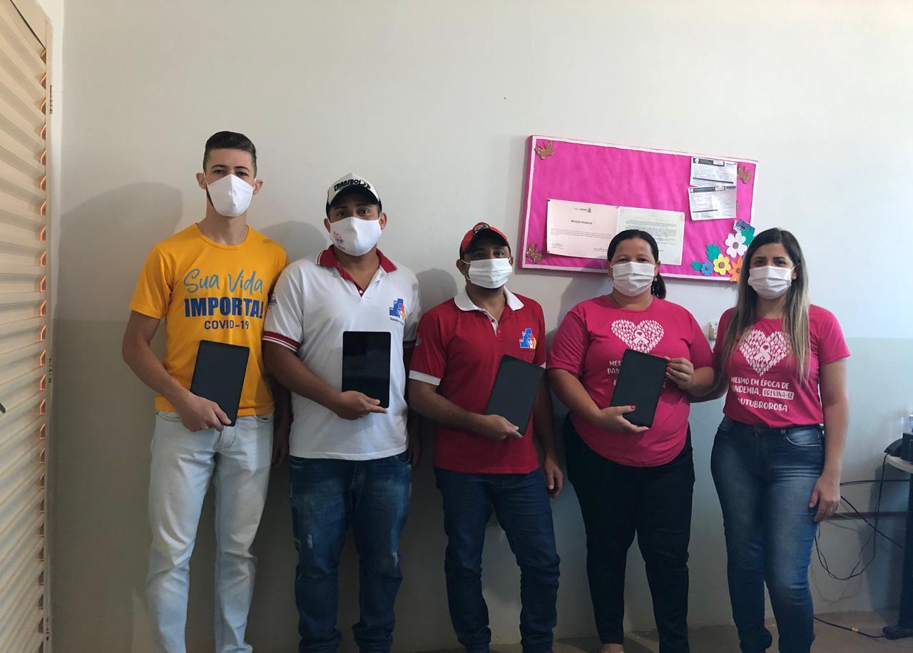 Agentes comunitários de saúde de Chapada de Areia recebem tablets para atendimento à população