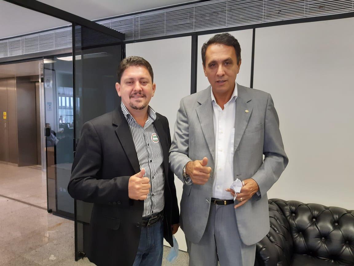 Prefeito de Barrolândia, Adriano Ribeiro visita capital federal em busca de recursos para o município
