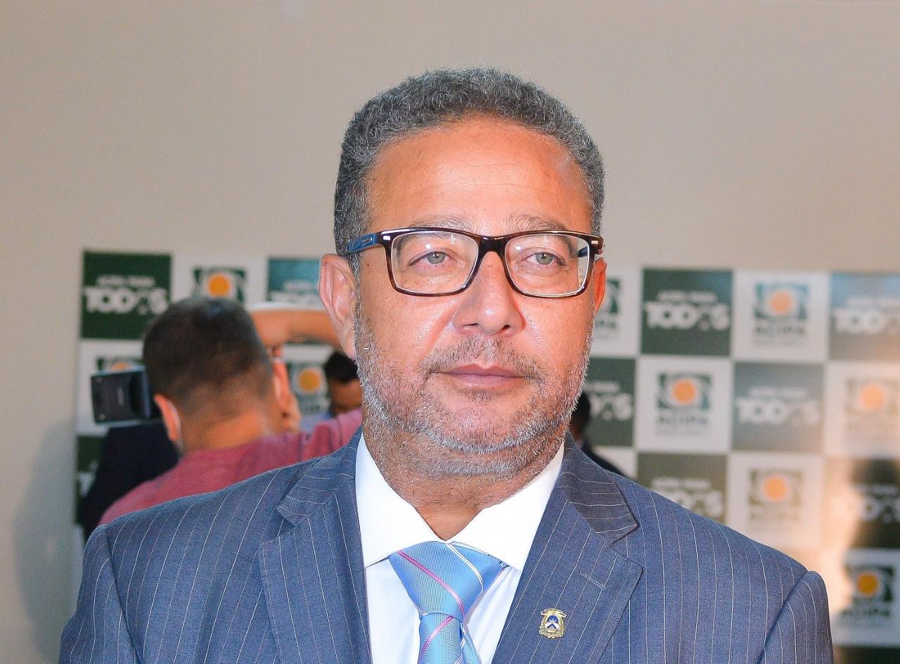 Em reunião com a classe, presidente do Conselho Estadual de Cultura afirma que atenderá pedido de renúncia ao cargo