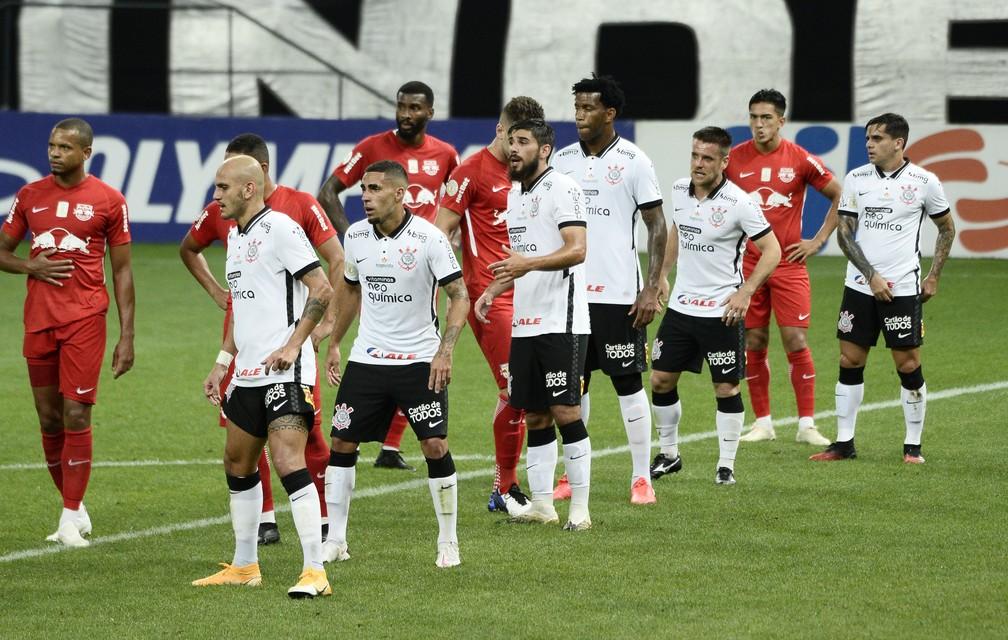 Corinthians leva choque de realidade do Bragantino e mantém fase de recuperação