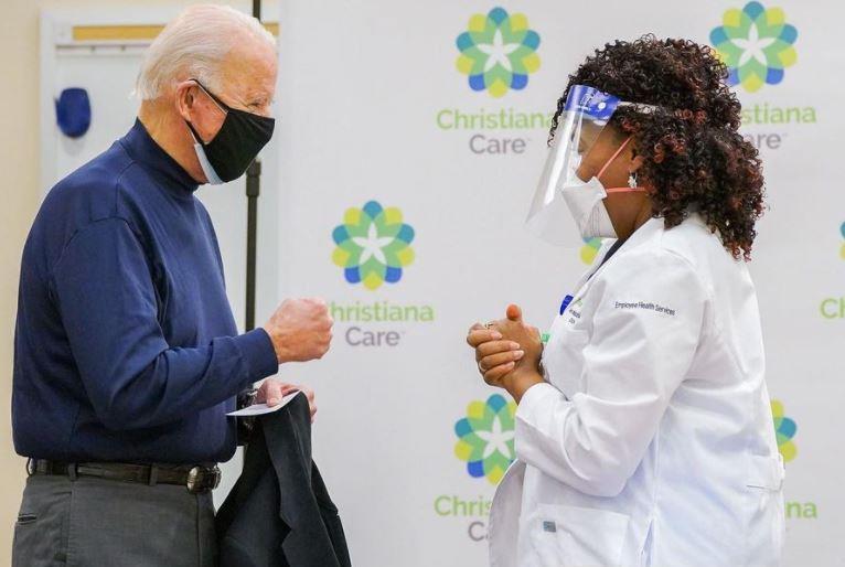 Joe Biden recebe segunda dose da vacina contra a covid-19 nos EUA