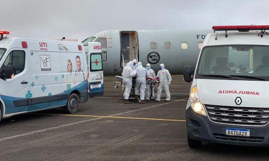 Mais de 230 pacientes com covid-19 serão transferidos de Manaus para outros estados
