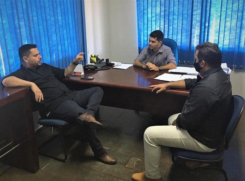 Prefeito Manoel Moura se reúne com diretor da Ageto em busca de melhorias para Abreulândia