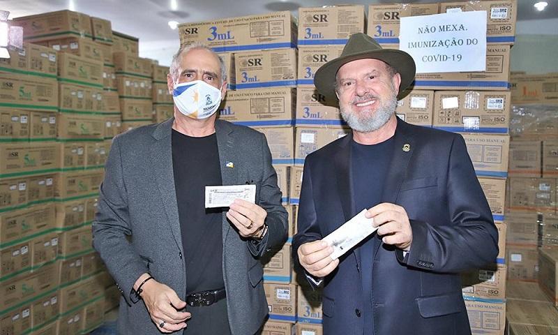 Governador Carlesse vai a São Paulo receber vacinas contra a Covid-19 destinadas ao Tocantins