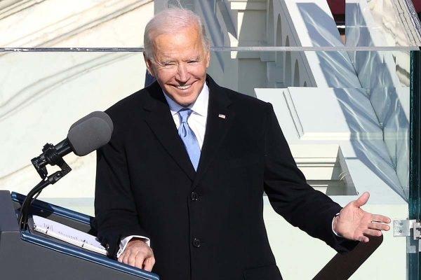 """""""Não há tempo a perder"""", diz Biden após tomar posse como presidente dos EUA"""