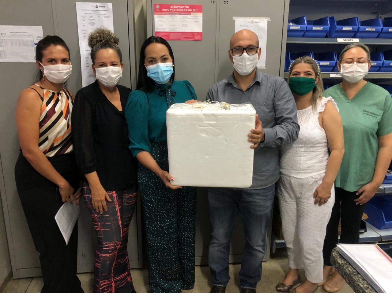 Secretaria de Saúde de Gurupi entrega vacinas contra Covid-19 ao HRG