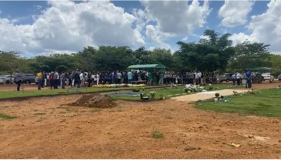 Presidente do Palmas, Lucas Meira, é enterrado em cemitério da capital