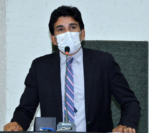 Prof. Júnior Geo apresenta projeto que prevê penalidades contra quem furar a fila de vacinação