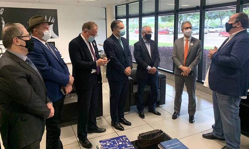 Governador Carlesse negocia compra da vacina russa Sputnik V com farmacêutica União Química