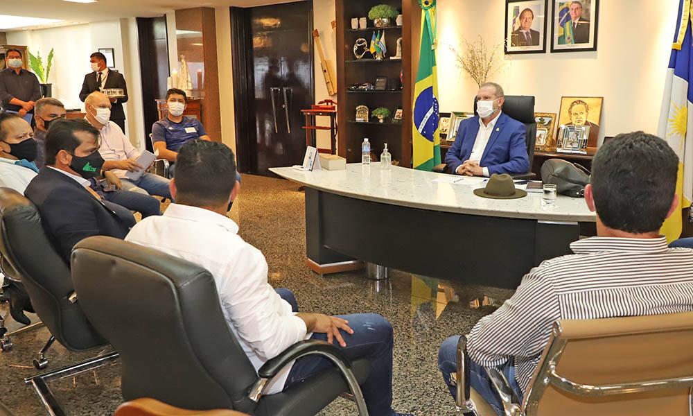 Governador Carlesse recebe diretoria da Associação dos Tocantinense dos Municípios