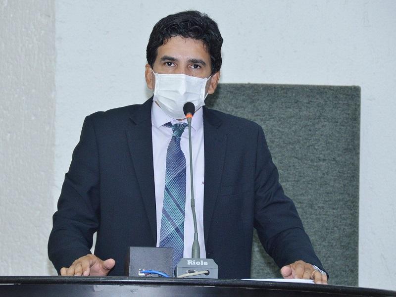Prof. Júnior Geo defende vacinação dos internos de medicina no combate à pandemia