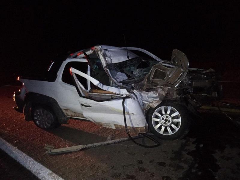 Veículos ficam destruídos após colisão frontal na BR-153 em Gurupi