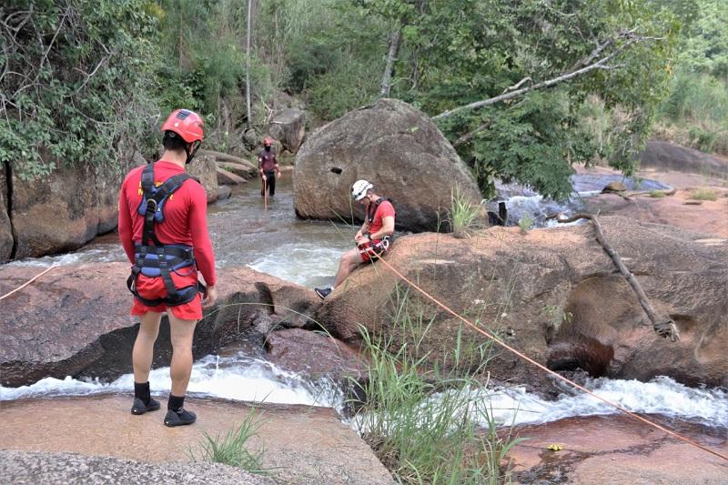 Bombeiros fazem buscas por homem que desapareceu após cair em cachoeira de Taquaruçu