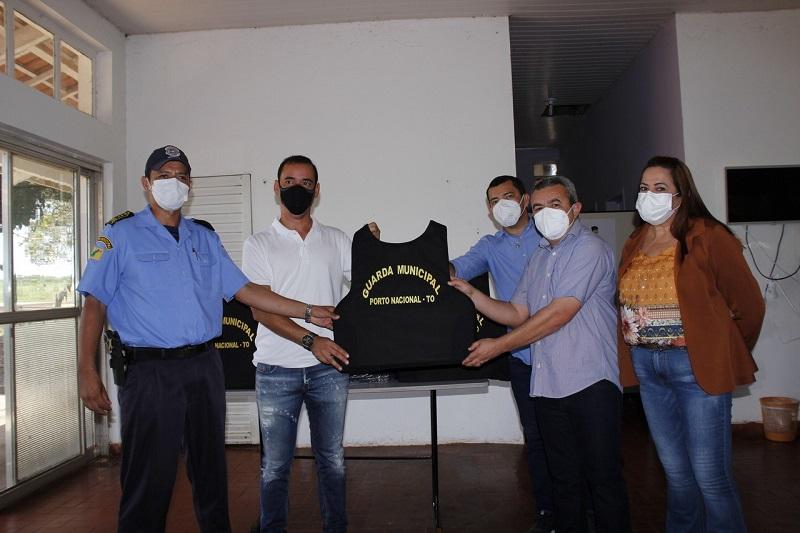 Prefeitura de Porto Nacional entrega coletes balísticos para a guarda municipal
