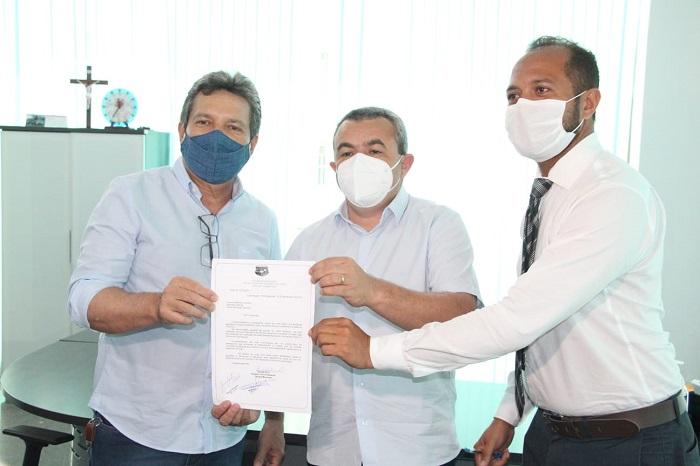 Damaso destina emenda para construção de terminal rodoviário em Luzimangues