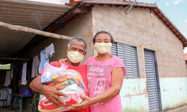 Governo entrega cerca de 200 toneladas de alimentos e atende mais de 10 mil famílias no Tocantins